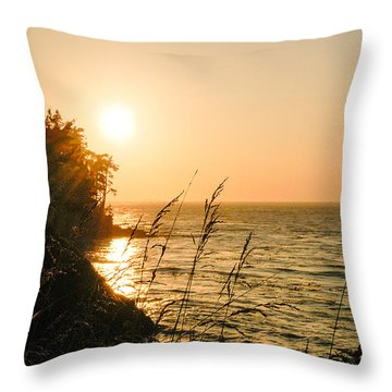 Throw Pillow featuring the photograph Peaking Sunset by Monte Stevens