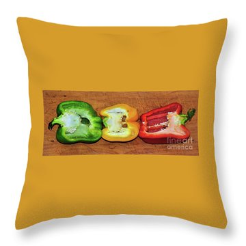 Throw Pillow featuring the photograph Peppers In A Row By Kaye Menner by Kaye Menner