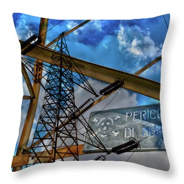 Pericolo Di Morte Throw Pillow