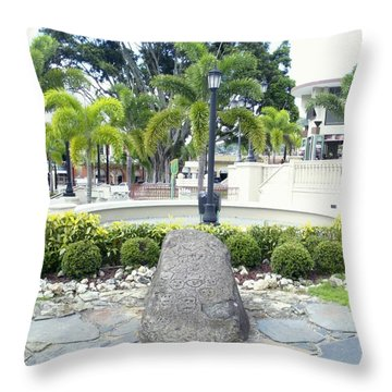 Petroglifo Boricua Throw Pillow