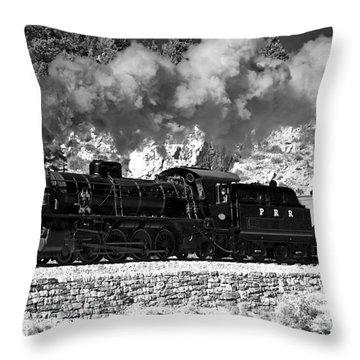Pichi Richi Railwaytrain Throw Pillow