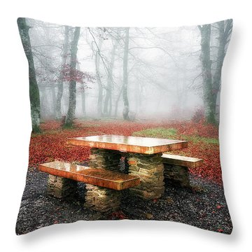 Picnic Of Fog Throw Pillow