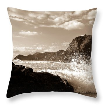 Piha New Zealand Waves Throw Pillow