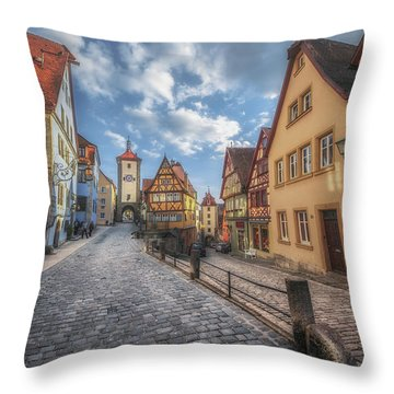 Plonlein Throw Pillow