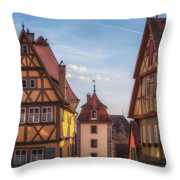 Plonlein Up Close Throw Pillow