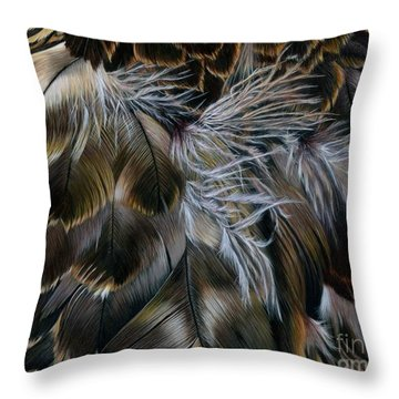 Plumas De Oro Throw Pillow