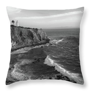 Point Vicente Lighthouse Palos Verdes California - Black And White Throw Pillow