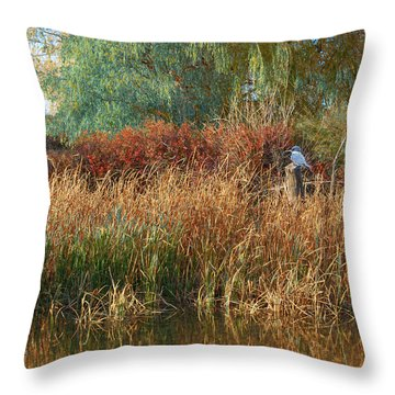 Pond Cattail Weeping Willow With Kingfisher Throw Pillow