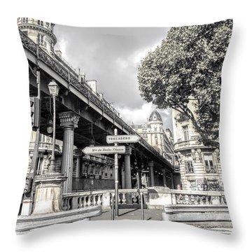 Pont De Bir-hakeim, Paris, France Throw Pillow