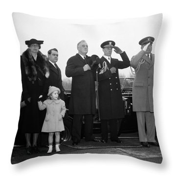 President Roosevelt Paying Tribute To Lincoln - 1938 Throw Pillow