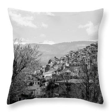 Pretoro - Landscape Throw Pillow