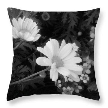Pretty! ❤ #blackandwhite #flowers Throw Pillow