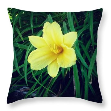Pretty Flower #flower #nature #yellow Throw Pillow