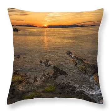 Pretty Klip Point Throw Pillow