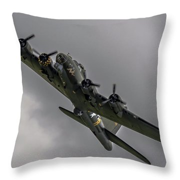 Raf Scampton 2017 - B-17 Flying Fortress Sally B Turning Throw Pillow