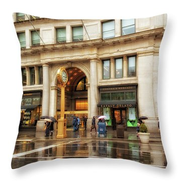 Rainy Day In The Flatiron District Throw Pillow