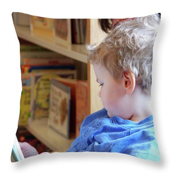 Reading Nurtures The Gardens Of The Mind Throw Pillow