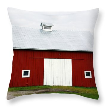 Red Barn- Photography By Linda Woods Throw Pillow