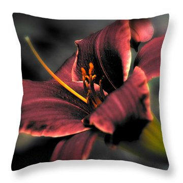 Red Lilly2 Throw Pillow