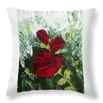 Red Roses In Bloom Throw Pillow