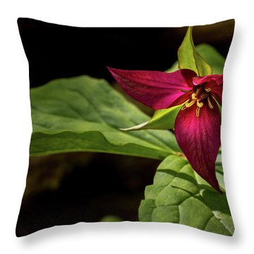 Red Trillium Throw Pillow