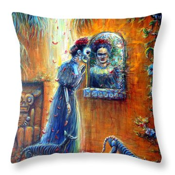 Reflejo De Frida Throw Pillow