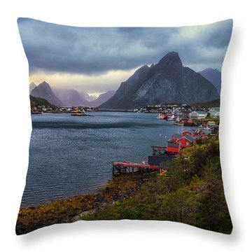 Reine Throw Pillow