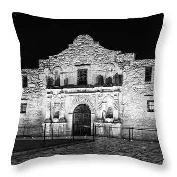Remembering The Alamo - Black And White Throw Pillow