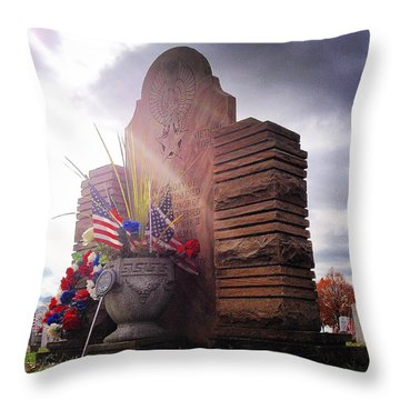 Riverside Cemetery War Memorial Throw Pillow