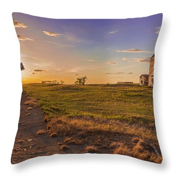 End Of The Day On The Montana Hi Line Throw Pillow