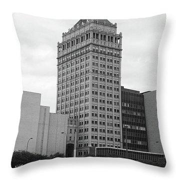 Rochester, Ny - Kodak Building 2005 Bw Throw Pillow