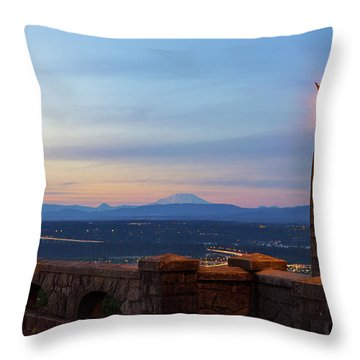 Rocky Butte Viewpoint At Sunset Throw Pillow by David Gn