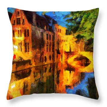 Romantique Throw Pillow