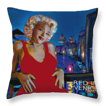 Rot In Venedig / Red In Venice Throw Pillow