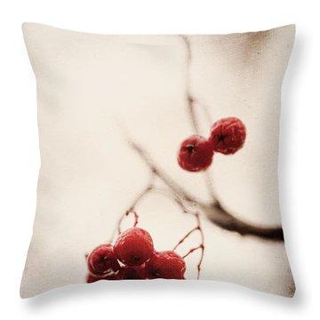 Rote Beeren - Red Berries Throw Pillow