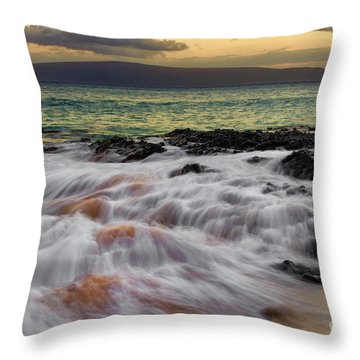 Running Wave At Keawakapu Beach Throw Pillow