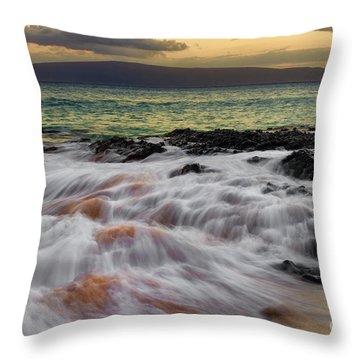 Running Wave At Keawakapu Beach Throw Pillow