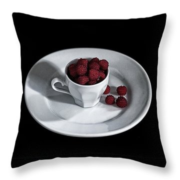 Ruspberries In The Cup - Livid Still-life Throw Pillow