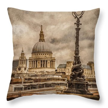 London, England - Saint Paul's Throw Pillow