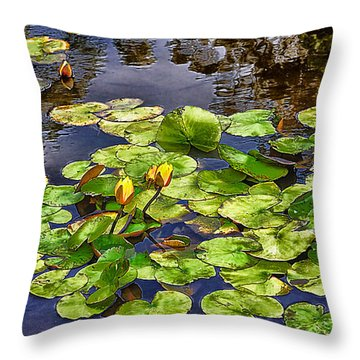 San Francisco Waterlilies Throw Pillow