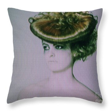 Screen #9222 Throw Pillow