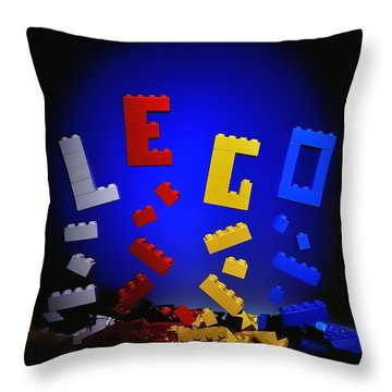 Self-assembly Throw Pillow