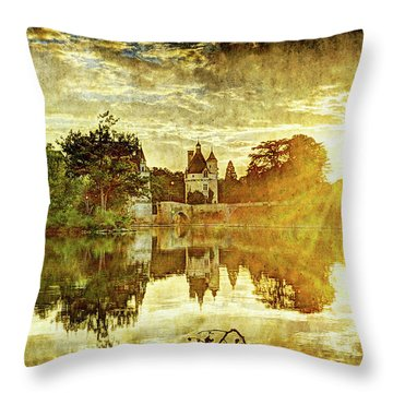 September Sunset In Chenonceau - Vintage Version Throw Pillow