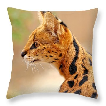 Serval - Extreme Hunter Throw Pillow