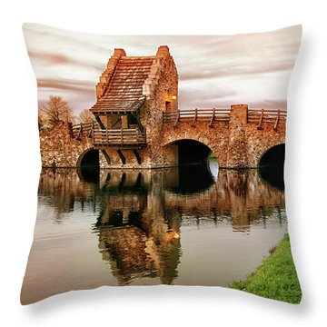 Shakespeare Bridge Throw Pillow