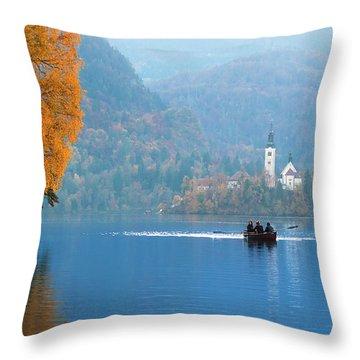 Shorewards Throw Pillow