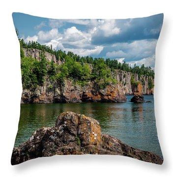 Shovel Point  Throw Pillow