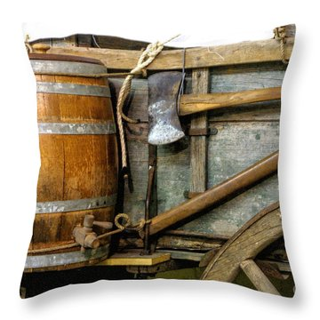Side View Of A Covered Wagon Throw Pillow by Linda Phelps