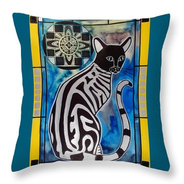 Silver Tabby With Mandala - Cat Art By Dora Hathazi Mendes Throw Pillow