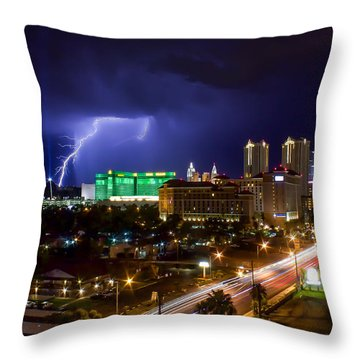 Single Beauty Of Nature Throw Pillow